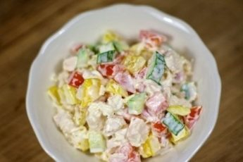 Продукты стоят копейки, а вкус запоминается на всю жизнь: салат с курицей и овощами