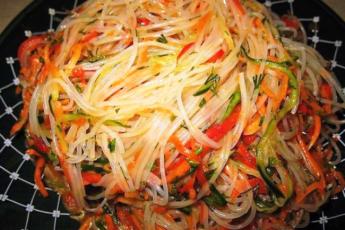 Фунчоза с овощами непременно придется Вашей семье по душе.