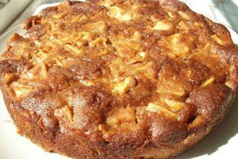 Пышный, сочный, ароматный медовый пирог с яблоками